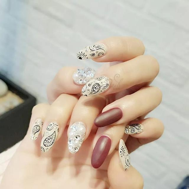 How to become a manicurist?
